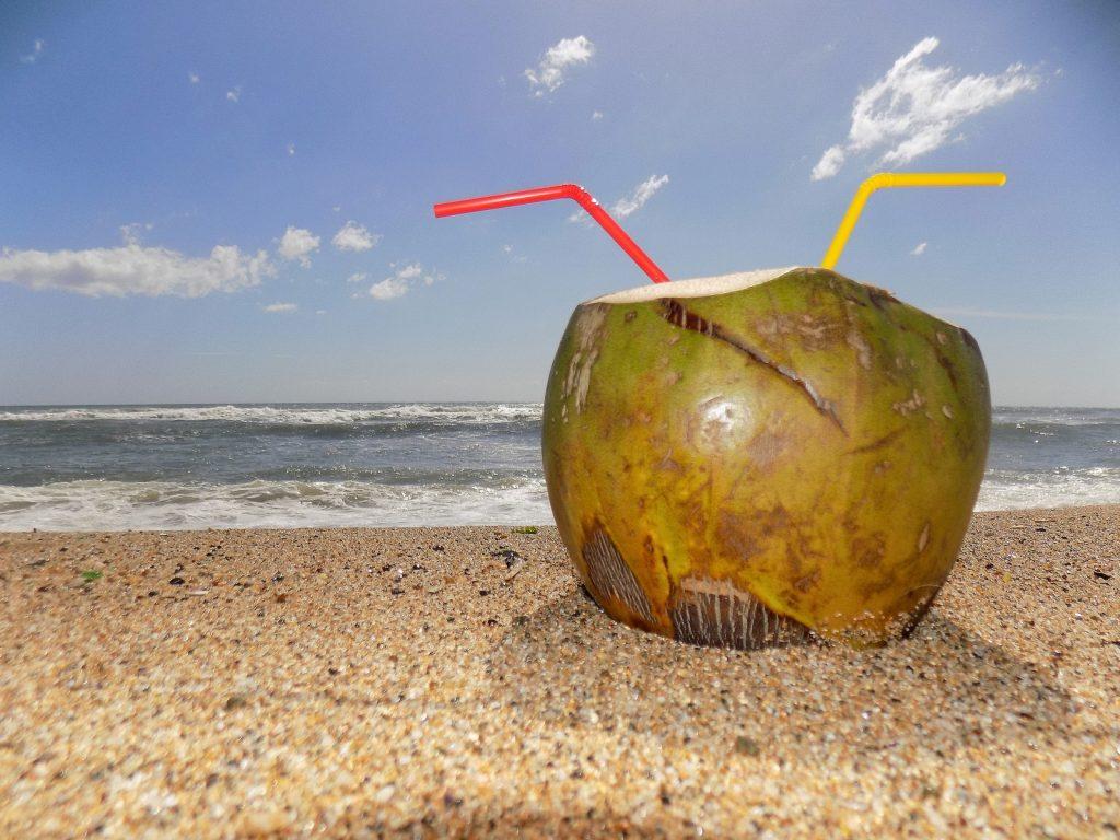 água de coco contra ressaca