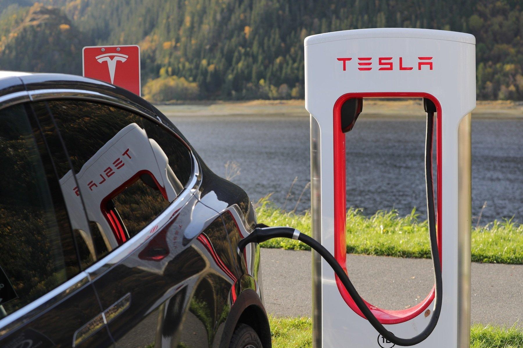 9 ex funcionários da Tesla criticam a forma de trabalho de Elon Musk