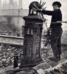 Criança no telhado