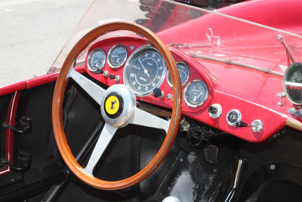 Ferrari antiga por dentro