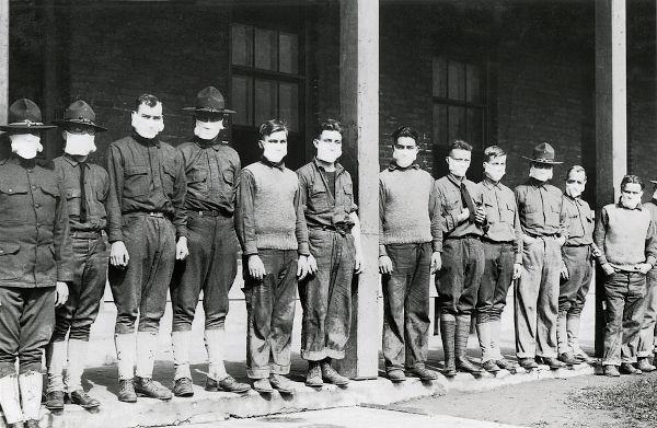 Militares utilizando máscaras