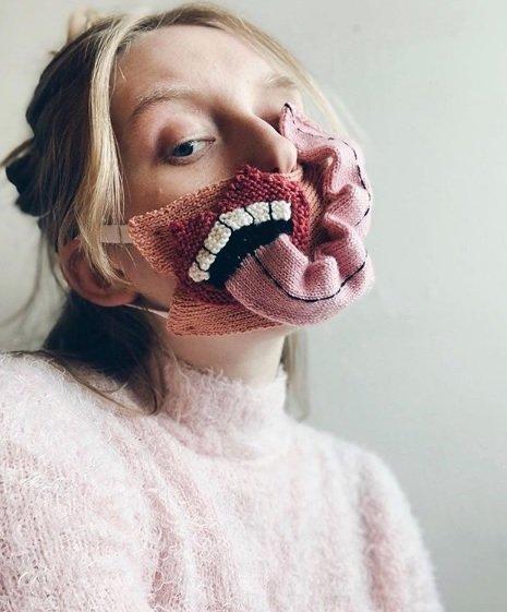 Máscara de crochê