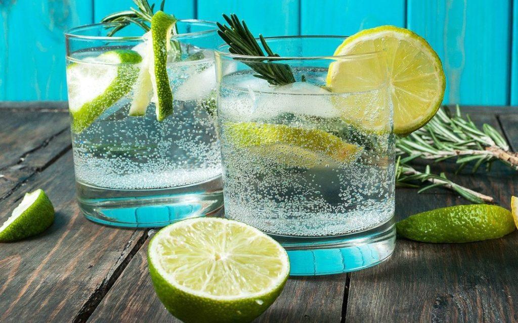 agua com gas bebida